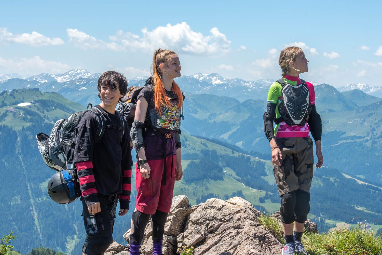 Felice Ahrens,Emilia Warenski,Yanis Scheurer